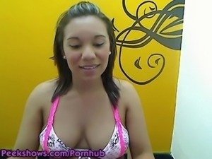 Peekshows webcam model sqirts milk out of her boobs