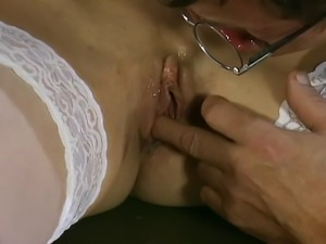 Young blonde loves older guys. She lets this mature man stretch her pussy...