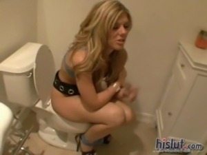 Bella Lynn gets caught squatting on a toilet during a party free
