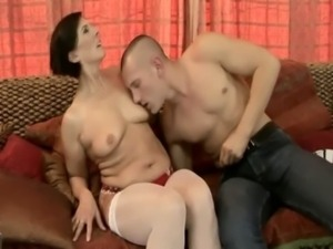 Hot mature gets cock in her mouth after receiving oral free