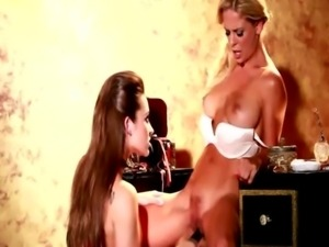 Cherie and Dani pleasure their pussies free