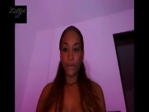 Colombiana brincando na Webcam free
