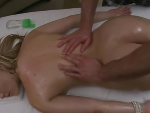 Alexis Texas savors the way tempting Jordan Ash masses her spine and fat ass