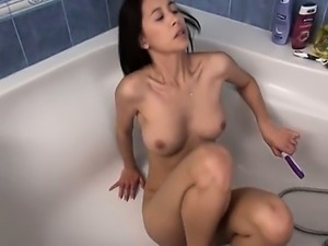 Paula stripping snatch in the bath tube