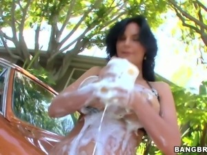 Curvy milf Phoenix Marie has amazingly sexy body washing a