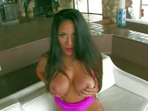 Jenaveve Jolie is s sexy bombshell with long dark hair