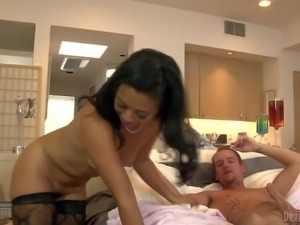 Lucky Starr is a fuck hungry asian milf. Exotic cougar