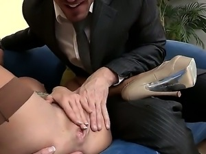 Muscled fucker Johnny Sins and heavy chested milf Veronica Avluv in stockings...