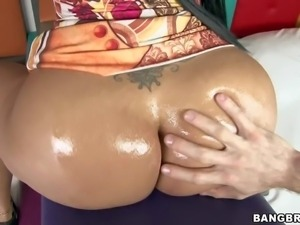 Paola is a curvy Colombian brunette with perfect butt. Passionate sexy...