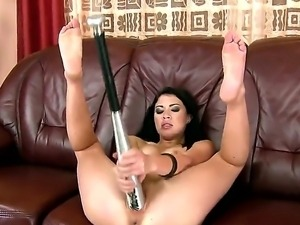 Check out this amazing fisting video! Naughty brunette babe Isabella Clark...