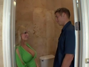 Ultra sexy blonde milf Diamond Foxx in green blouse pulls