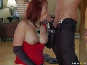 Nikki Hunter is an unfaithful wife who can't get enough
