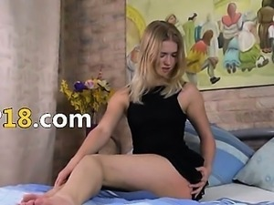 Violeta with sexy feet gaping hole