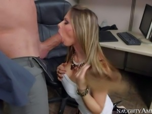 Smoking hot brunette goddess Rachel Roxxx with jaw dropping tits and round...