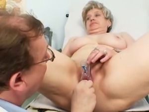 Ruzena gets mature doctor to gape her