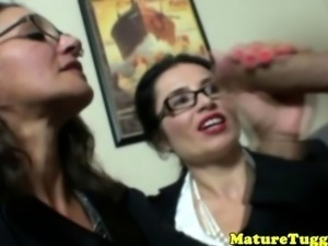 Cougar tugjob lovers jerking a fat boner