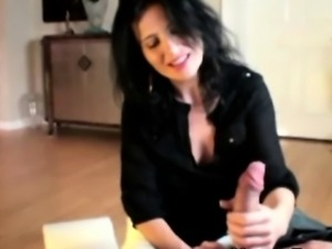 Mature handjob milf stops cleaning to jerk