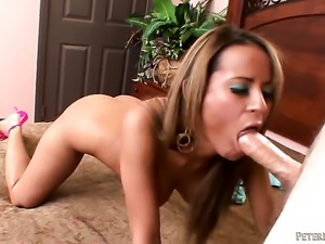 Jodi Bean sucks like a first rate whore in steamy oral action with horny guy