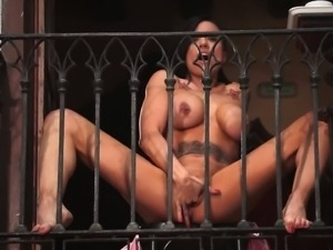 Brunette hottie Gigi Love masturbates and squirts