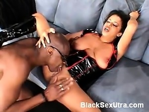 Ebony beauty Alexis Silver will titillate you as she goes