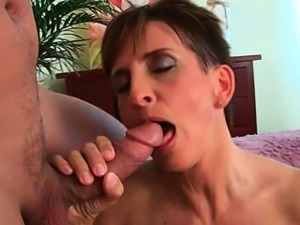 Nothing feels better than mom\'s cunt