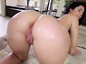 Brooklyn Rose gets mouth fucked