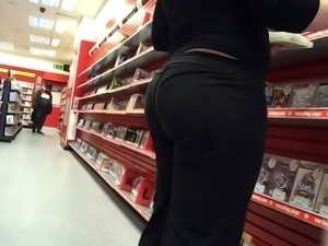 yoga pants bubble butt