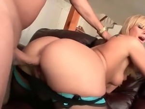 Gorgeous blonde slut gets slammed