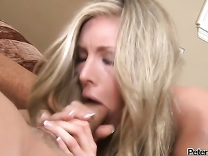 Samantha Saint has great cock sucking experience and expands it with horny...