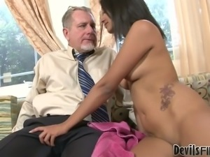 Indian sweetie Ruby Rayes gives head to ugly older man