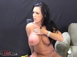 Stacked babe Jenna Presley fucks a hard prick and releases her juices