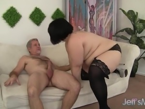 Plump Babe Has a Long Dick Stuffed in Her Mouth and Cunt