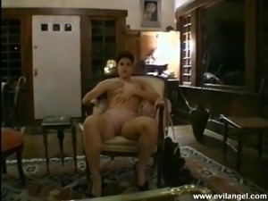 Salacious brunette with a nice ass fingering her shaved pussy in a retro clip