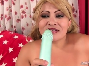 Chunky and lustful blonde lady Rosa making herself cum with sex toys