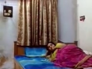 Horn-mad Indian MILF in traditional sari got nailed missionary style