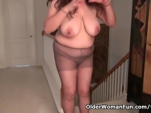 Busty milf Nicolette Parsons rubs her mature clit