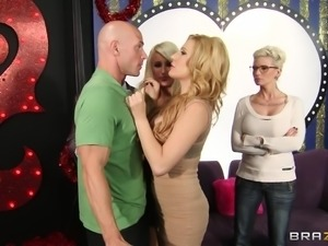 Hot Ass Cougar Beauty Jennifer Best Fucks Johnny Sins In Missionary Doggystyle