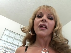 Adorable Cougar in bra teases pussy,rimmed Hardcore and gets cumshot