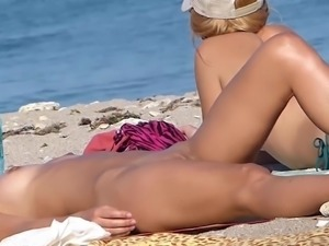 Hidden Cam Of Nude Young Beauty Sunbathing On Beach