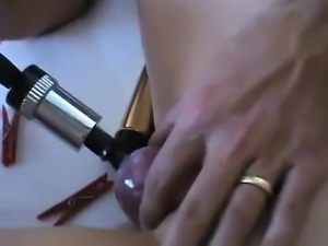 Pee fetish hottie toys her pussy